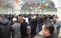 Торжественной молитвой начался сегодня один из величайших мусульманских праздников.