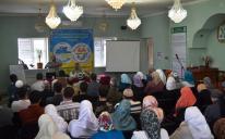 """بحضور العشرات.. جمعية الأمل تقيم ندوة """"الأسرة محضن تربوي"""" في مدينة دونيتسك"""