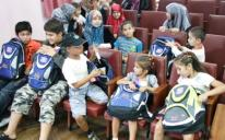 توزيع حقائب مدرسية على الطلاب المسلمين الفقراء في مدارس كييف وضواحيها