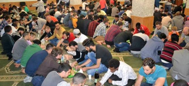 Приємно бачити в мечеті більше жінок і дітей: Рамадан у Харкові