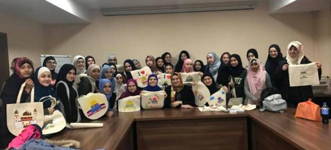 Лекции, экосумки собственными руками и боулинг: двухдневный семинар для девочек-подростков в Киеве