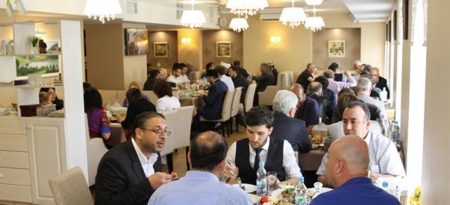 Праздник разговения и подведение итогов 20 лет работы: званый обед в ИКЦ Киева
