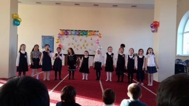 Гимназисты порадовали гостей стихами о семье, дружбе, любви к Украине.