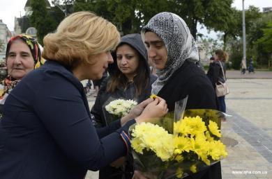 Подсолнечник на груди: активистки ЖО «Марьям» и «Лиги мусульманок Украины» на праздновании Дня Матери