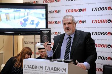 Рефат Чубаров ждет СБУ с обыском в своем кабинете, а Козловский признается, что он сам распространял одну из изъятых книг