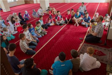 """مقر """"الرائد"""" يستقبل عشرات الأطفال النازحين من شرق أوكرانيا"""