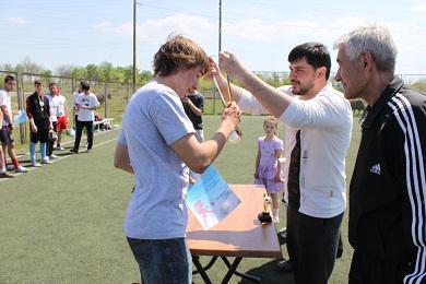 Крымская мусульманская молодежь традиционно померялись силой в день праздника