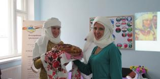 «Каравай, каравай, свой платочек выбирай!» — День хиджаба в Сумах и Харькове