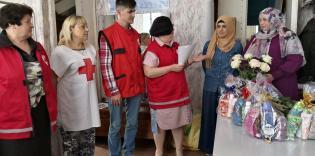 Подарочные наборы для одиноких пожилых дам вручали мусульманки Запорожья