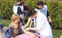 Студенты-мусульмане призывают прохожих задуматься о своем здоровье