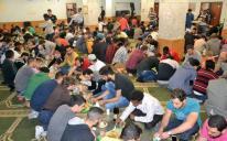 Приятно видеть в мечети больше женщин и детей: Рамадан в Харькове