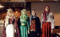 Обзор брендов скромной моды, этнографические очерки и подарки: тройной День хиджаба в ЗапорожьеModest Fashion Review, Ethnography Sketches and Gifts: Tripple Hijab Day in Zaporizhzhia