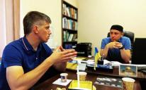 13 августа Исламский культурный центр Днепра посетил один из координаторов правого движения Сечеславщины Кирилл Дороленко. На этой встрече, инициированной мусульманами, имам Эдгар Девликамов и активисты ИКЦ в теплой непринужденной атмосфере обсудили с уважаемым гостем соотношение ценностей Ислама и украинских традиционалистов, возможные перспективы сотрудничества мусульманских и правых организаций Украины, а также построение прочного фундамента для развития межрелигиозного диалога.  Стороны не только ознако