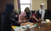 Девушки из молодежного клуба «Марьям» изучают жизнеописание (сиру) Пророка