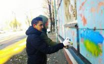 Волонтери ІКЦ Дніпра замальовують наркорекламу — а ви?