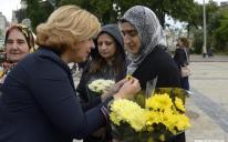 Соняшник на грудях: активістки ЖО «Мар'ям» та «Ліги мусульманок Ураїни» на відзначенні Дня Матері