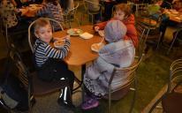 «Обідом дітей пригостили протестанти, а вечерею нагодували мусульмани»
