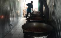 Звідки береться іфтар: знайомство з людиною, які готують їжу на 800 відвідувачів ІКЦ