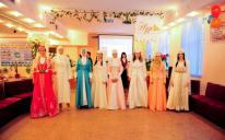 "Traditional Crimean Tatar girls' party ""Hna geje"" in the Islamic Cultural Center of Simferopol"