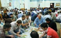 """""""موائد الرحمن"""" .. أجواء رمضانية يحرص الرائد على استثمارها"""