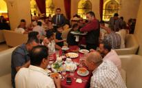 الرائد يقيم مأدبة إفطار للسفراء ورؤساء ورموز الجاليات في العاصمة كييف (صور)
