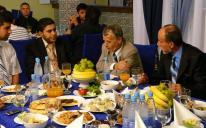 الرائد يقيم مأدبة إفطار للشخصيات السياسية والدينية التترية المسلمة في إقليم شبه جزيرة القرم