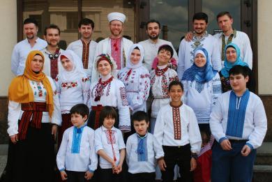 """فخرا بالانتماء إلى الوطن.. أبناء """"الرائد"""" يحيون """"يوم اللباس الشعبي الأوكراني"""""""