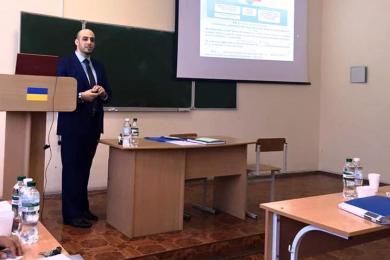 """""""الرائد"""" يهنئ رئيس قسمه الثقافي د. شادي عثمان بمناسبة حصوله على شهادة الدكتوراه"""