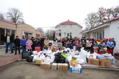 «Кращий мій подаруночок — це ти!»: Вихованці дитячих будинків просили волонтерів залишитися