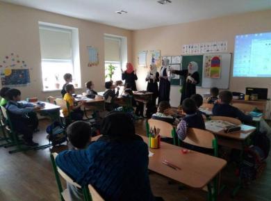 «Сохраняйте спокойствие и общайтесь на английском»: новинки Недели английского языка в гимназии