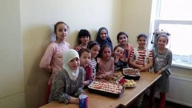 Оздоба для ІКЦ та частування для друзів руками маленьких мусульман