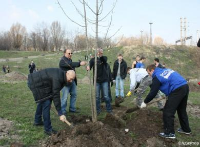 Muslims, Christians and Jews of Dnipropetrovsk working side by side, to arrange a park on a dump area