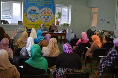 """Self-improvement through self-education and in-depth understanding of personal motives: training seminar for female activists from """"Alraid"""""""