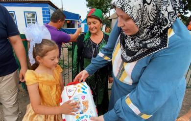 Мусульмане подарили дом на Херсонщине девочке-сироте и ее бабушке-опекунше