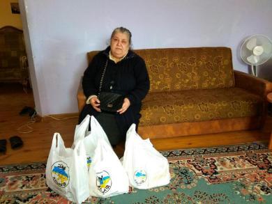 Запоріжці долучаються до #РобиДобро та допомагають літнім людям, що самі виховують онуків-сиріт