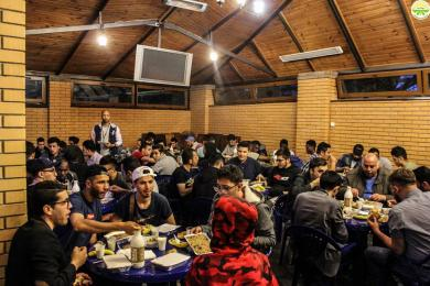 Щовечора до півтори тисячі мусульман збираються в Київському ІКЦ