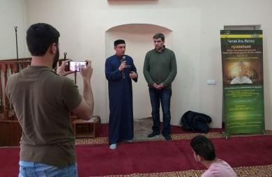 Днепрянин пришел в мечеть извиниться за антиисламские нападки хакеров