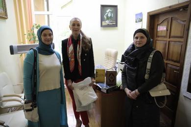 Мусульманки собрали продукты для жертв домашнего насилия и детскую одежда для прифронтовой зоны