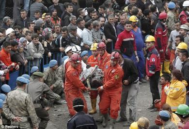 Боль турецких шахтеров в недрах земли дает отзвук в глубинах наших сердец