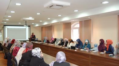 25 активисток женских отделов ВАОО «Альраид» из разных городов Украины, а также гостьи из Кишинева, постигали искусство коммуникации.