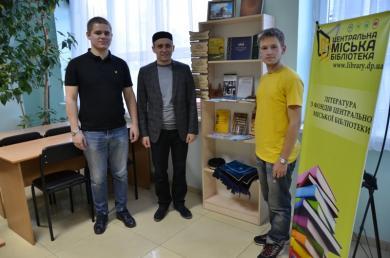 Благодаря мусульманам в библиотеке Днепра открылась выставка литературы об Исламе