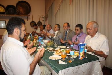 الرائد يقيم إفطارا للقيادات التترية وأخرى لعامتهم في القرم جنوب أوكرانيا