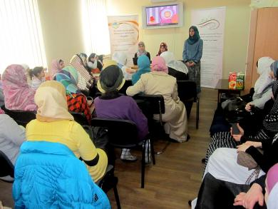 """Teenager fashion and hijab: young Muslim ladies answer """"readymade"""" questions"""