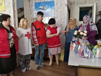 Подарункові набори для самотніх літніх пані вручали мусульманки Запоріжжя