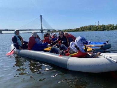 Дніпром на байдарках: виїзне зібрання молодіжного клубу ЖО «Мар'ям»