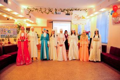 Традиционный крымскотатарский девичник «Хна гедже» в симферопольском ИКЦ