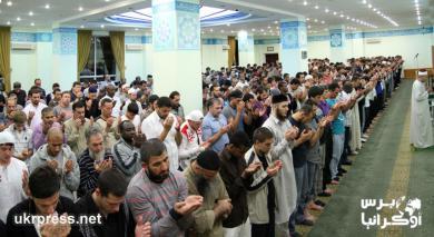 شهر رمضان المبارك في مسجد النور بالعاصمة الأوكرانية كييف (صور وفيديو)