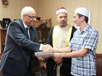 أول حفاظ أوكراني في العصر الحديث يشارك في مسابقة رمضانية دولية للقرآن الكريم في مصر