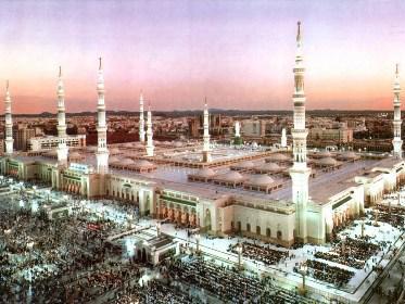 لماذا سارع الرسول الكريم إلى تأسيس وبناء مسجد في المدينة بعد الهجرة؟ (صوت)