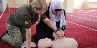 Военные парамедики учили мусульманок навыкам оказания первой доврачебной помощи